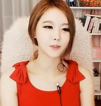 韩国美女李由美  性感红色小背心