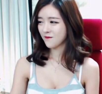 韩国女主播 伊素婉吊带背心半裸