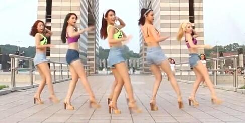 韩国女团 Switch化身性感啦啦队 PP扭的很好看