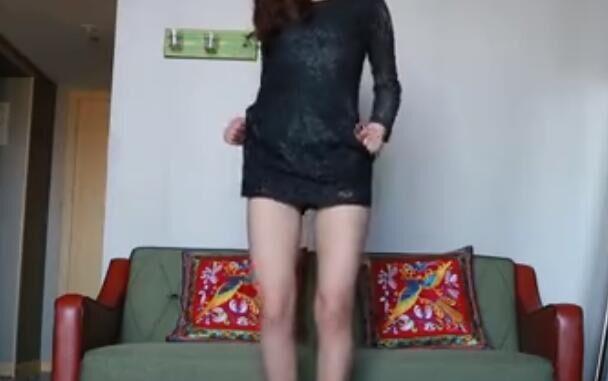 自拍系列:长腿妹子家中黑裙热舞