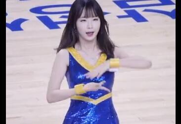 韩国可爱的 啦啦队 美女 很甜美