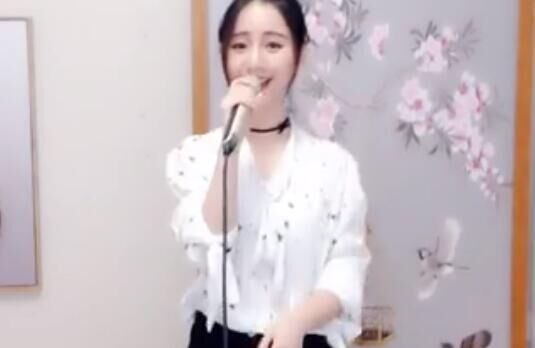 美女主播 翻唱 咖喱咖喱 歌声甜美