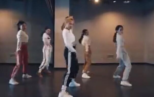 韩国女团 itzy 练习室 激情热舞