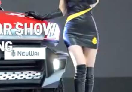 韩国美女车模 包臀裙+长靴 身材太完美