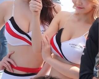 韩国两个美艳的 车模小姐姐