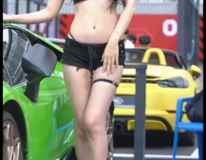 韩国车模 Kim Hee 性感的大美腿