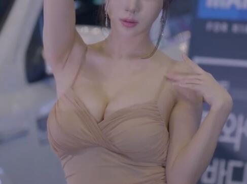 韩国车模 珠儿 性感小吊带+深V