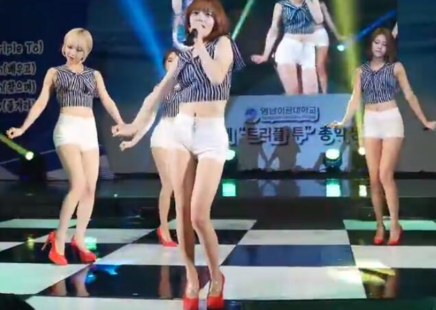 韩国女团 AOA 白色短裤 性感美腿