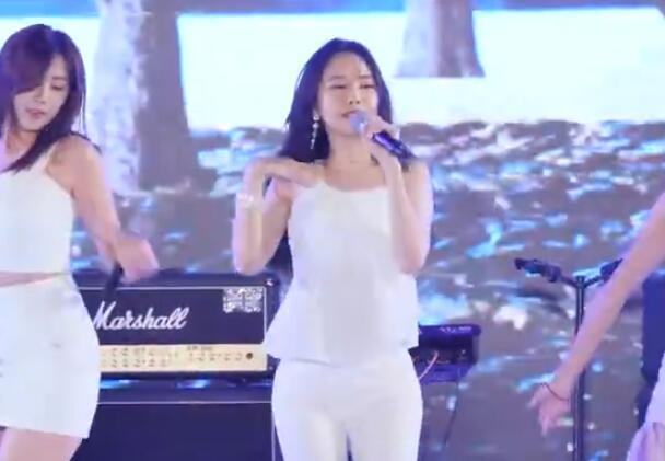 韩国女团 apink 白衣热舞 现场版