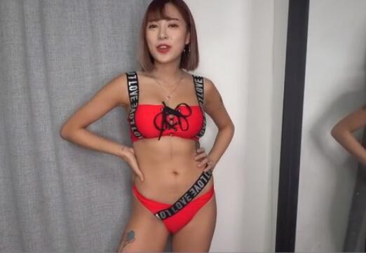 韩国美女 为男友试穿 比基尼