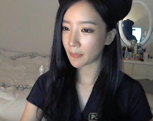韩国女主播 朴妮唛 上演制服诱惑