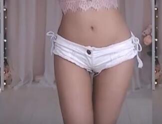 韩国美女主播 白色性感齐B裤 热舞