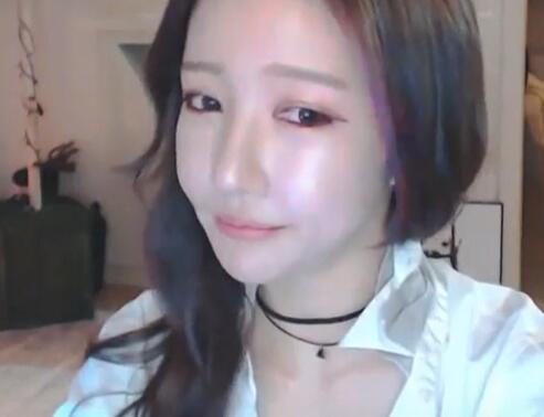 韩国女主播 朴妮唛 充满诱惑的眼神