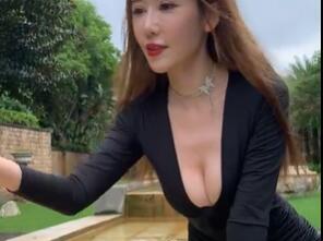 自拍视频:小姐姐深V 很是诱惑