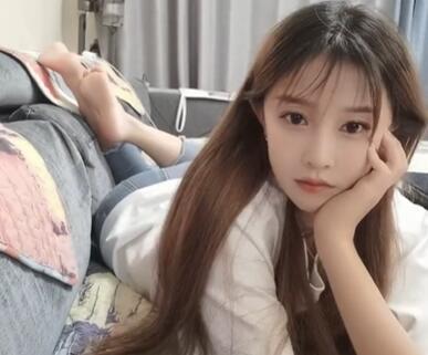 自拍视频:网红林夕小姐姐爬床上玩自拍
